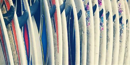 Marken-Boards und -Ausrüstung im Verleih im Deluxe Surfhouse Algarve