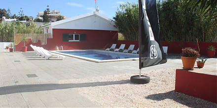 Relax at the pool - the perfect surfers holiday - surfcamp algarve