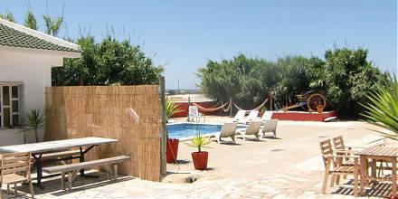 pool area - Deluxe Surfhouse Algarve
